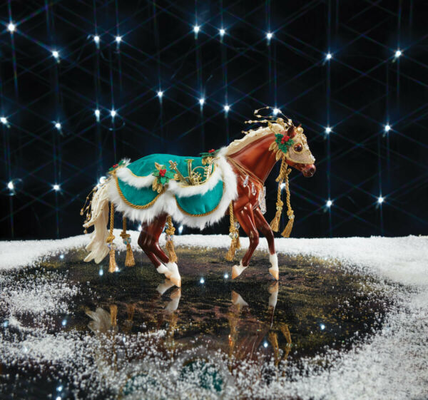 700122 MINSTREL Breyer 2019 HOLIDAY HORSE 23 in series traditional Christmas