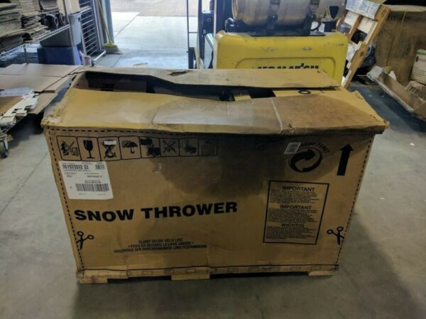 Poulan Pro PR241 24 in. 208cc LCT Two-Stage Electric Start Snow Blower *Read*