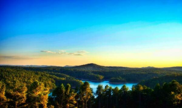 .28 Acre Res Lot on TOP of The Mountain with Views of Lake Lago and the Valley!!
