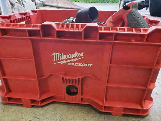 Milwaukee PACKOUT 22 in. Large crate