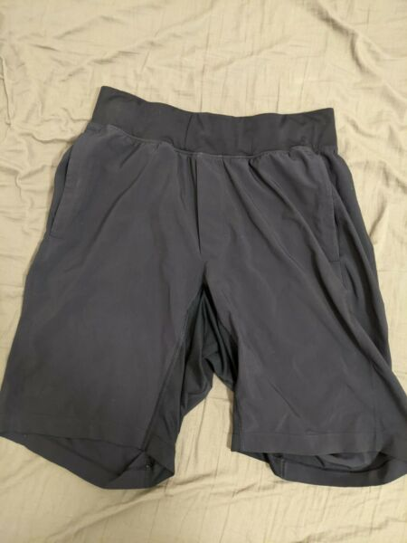 """Lululemon Mens THE Short 9"""" Linerless Shorts Size Small Pre Owned"""