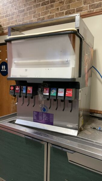 LOT 8 SODA FOUNTAIN MACHINE NEED THIS SOLD