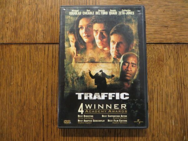 Traffic Michael Douglas Benicio Del Toro 2000 Universal DVD LIKE NEW