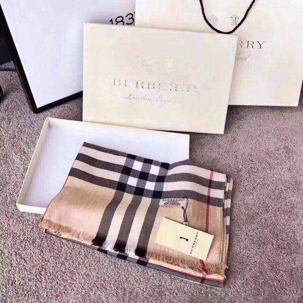 BURBERRY SCARF PONCHO SHAWL 100% AUTHENTIC CASHMERE BLACK WHITE BEIGE CLASSIC $69.00