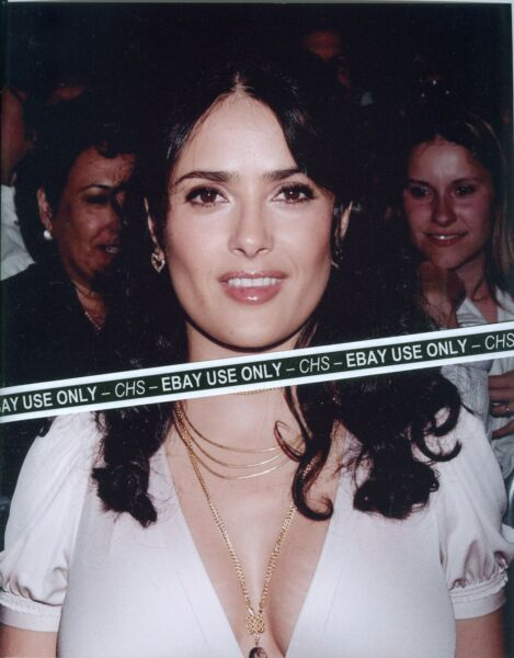 SALMA HAYEK VERY SEXY!! COLOR CANDID 8x10 PHOTO HOT BUSTY POSE!!