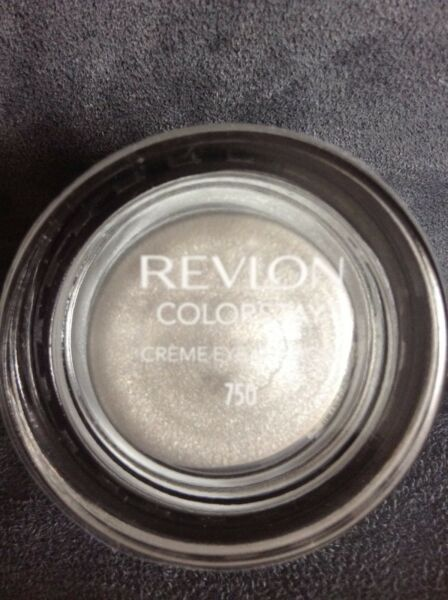 REVLON COLORSTAY CREME CREAM EYE SHADOW #750 VANILLA - BRAND NEW AND SEALED