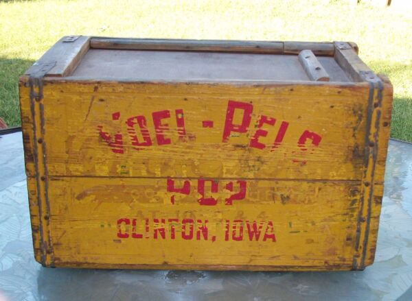 PRE PROHIBITION WOOD CRATE OLD STYLE LAGER BEER DR PEPPER VOELPEL IOWA BOTTLING