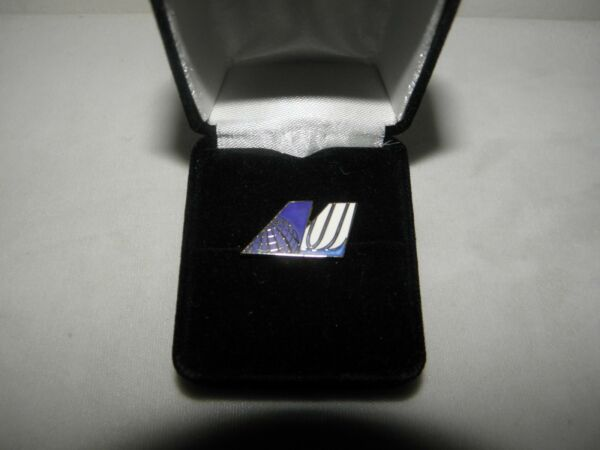 UNITED AIRLINES & CONTINENTAL AIRPLANE TAIL MERGER TACK PIN PILOT COLLECTIBLE