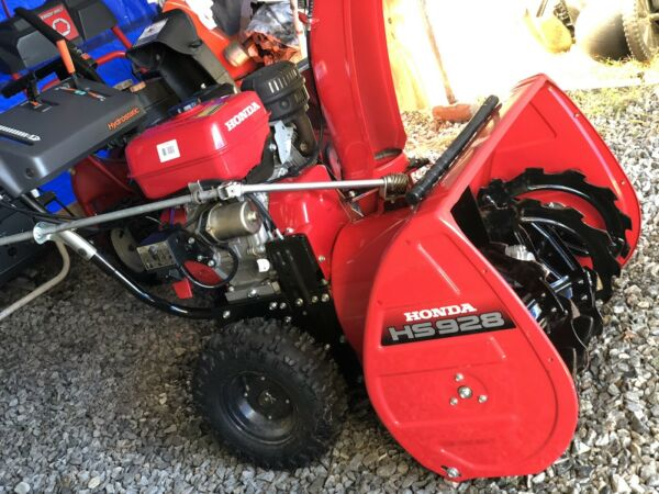Next To New Honda Snowblower Hs929