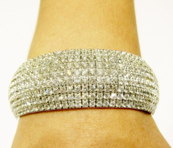 DIAMOND ROUND BRILLIANT SHAPE PRONG SET WIDE DIAMOND BANGLE BRACELET