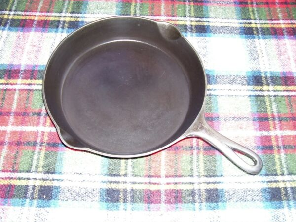 VERY NICE VINTAGE GRISWOLD #8 CAST IRON SKILLET SMALL LOGO EARLY HANDLE