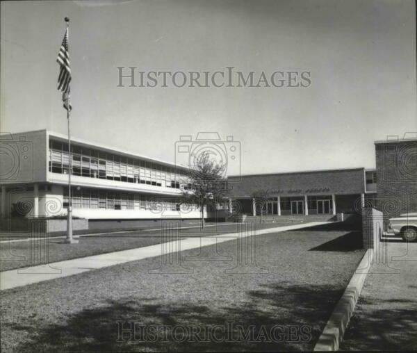 1958 Press Photo HIghland High School Has 2100 Enrolled Students Cost $2500000 $19.99