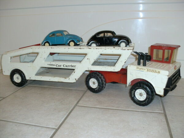 1974 Mighty Tonka Red White Car Carrier w 2 VW Bug Cars $255.00