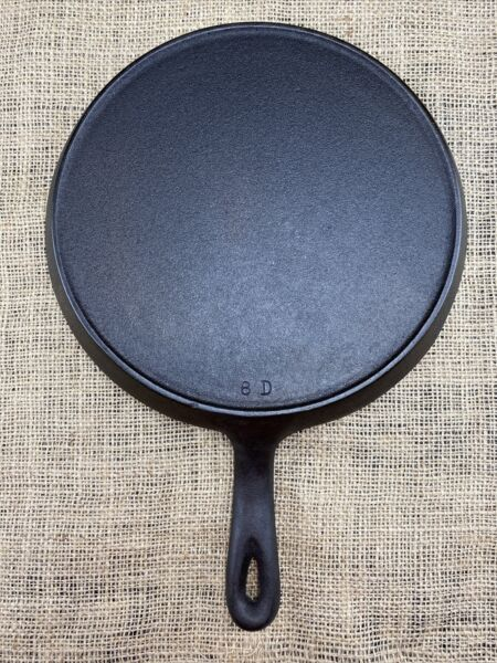 vintage unmarked cast iron round griddle 8 D