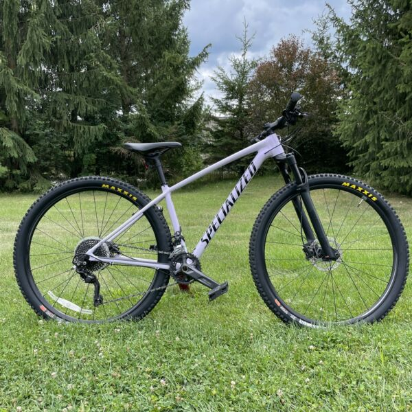 """2019 Specialized Chisel Mountain Bike 29"""" Small Brand New Tires $2000.00"""