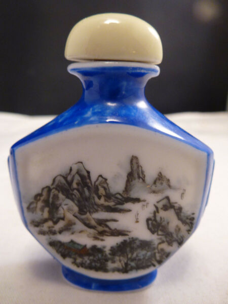 SUPERB CHINESE BLUE HAND PAINTED  SNUFF BOTTLE  MADE IN CHINA STICKER PORCELAIN
