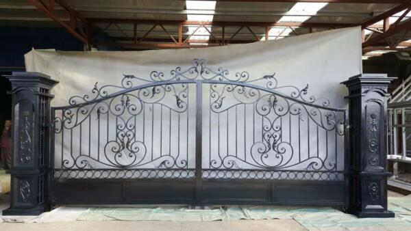 BEAUTIFUL HAND MADE 19.5' CAST WROUGHT IRON VICTORIAN DRIVEWAY GATES - CP1