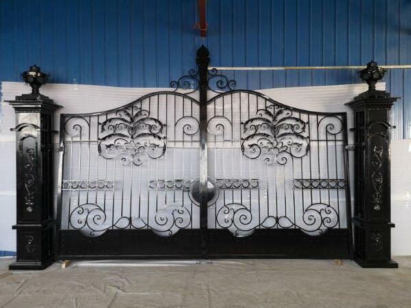 INCREDIBLE SET OF HAND MADE WROUGHT IRON ESTATE DRIVEWAY GATES - GKMG45