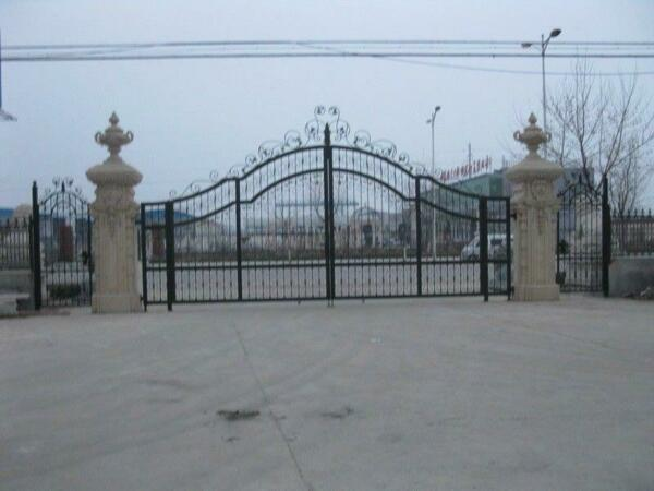 MONUMENTAL VICTORIAN STYLE CAST IRON DRIVEWAY GATES AND ENTRY WAY - HF43