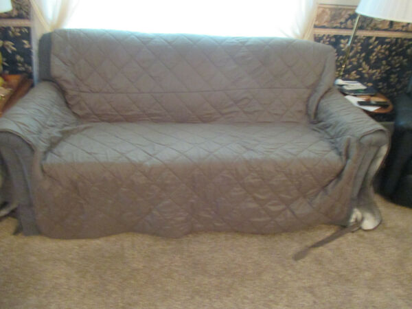 Vintage Quilted Quick Draped Green Sofa Cover Pet Protector 154quot; w x 98 1 2quot; l $25.00