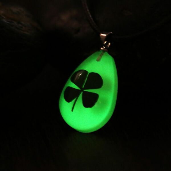 Real Four Leaf Clover Glow in the Dark Necklace 4 Leaf Clover Shamrock Lucky New