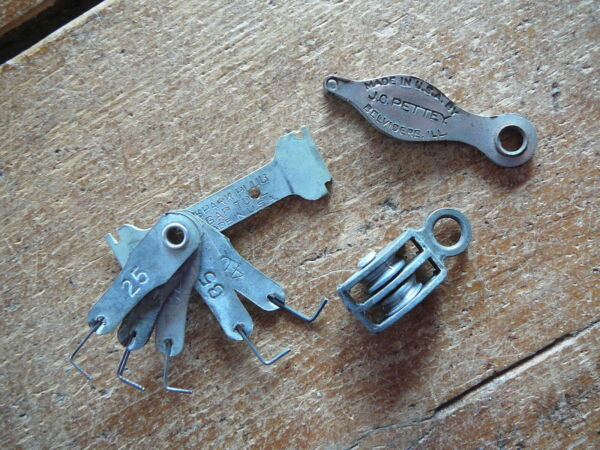 3 ANTIQUE SMALL TOOLS SPARK PLUG GAUGE PETTEY POULTRY MARKER PULLEY