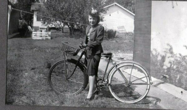 VINTAGE PHOTOGRAPH 1940#x27;S BICYCLE GIRLS HAT LEGS FASHION OKLAHOMA CITY OLD PHOTO $6.00