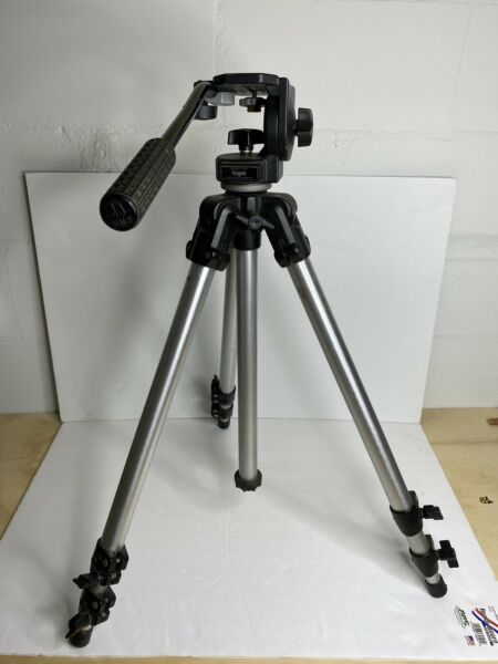 Bogen Manfrotto Professional Tripod with 3126 Head amp; Handle