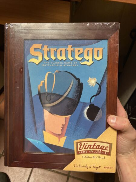 quot;STRATEGOquot; VINTAGE GAME COLLECTION 2005 PARKER BROS. WOODEN BOX NEW SEALED
