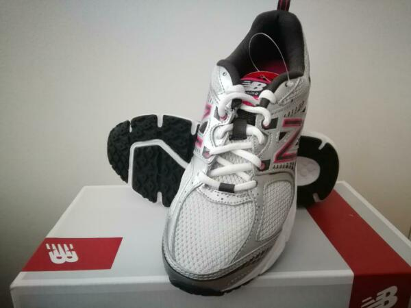 New! Womens New Balance 540 v2 Running Sneakers Shoes - 5.5 wide