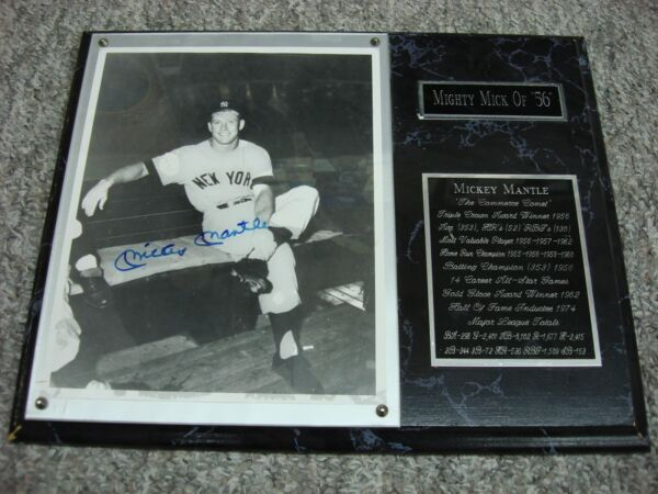 MICKEY MANTLE AUTOGRAPH 8 x 10 PHOTO MOUNTED ON PLAQUE AUTHENTIC BOOK VALUE $800