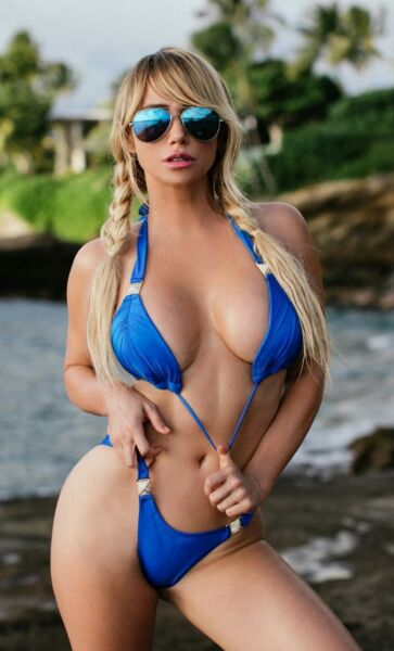 Sara Jean Underwood With Glasses 8x10 Picture Celebrity Print
