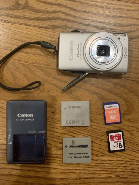 Canon PowerShot ELPH 330 HS 12.1MP Digital Camera  Silver with case + charger.