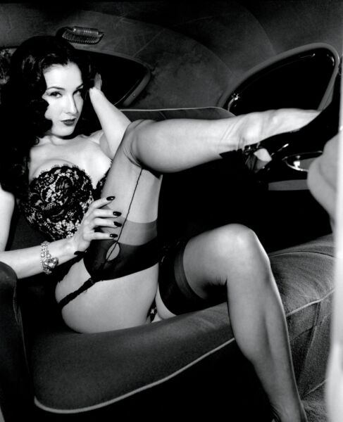 Dita Von Teese Sexy With Leg Up 8x10 Picture Celebrity Print