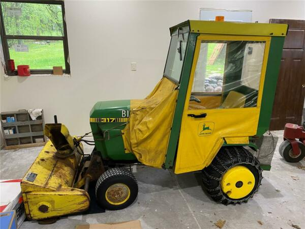 John Deere 317 Riding Lawn mower Tractor w Cab and Snow Blower