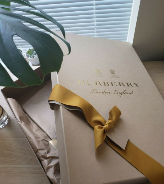 *New* Burberry Gift Box $49.99
