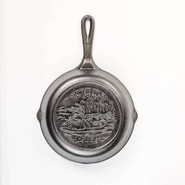 Lodge L5SKWLDK Pre Seasoned Cast Iron Skillet Duck Design Wildlife Series 8quot;