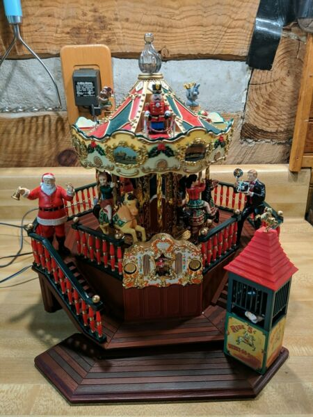 Maisto Santa#x27;s Carousel Park Christmas Animated Lighted Musical Excellent