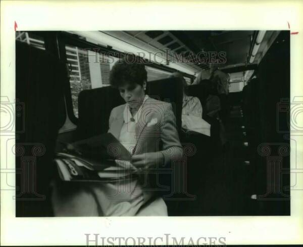 1987 Press Photo Jo H. Aman uses Metro to get from Spring to downtown Houston $19.99