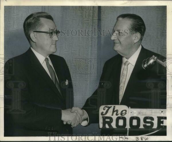 1959 Press Photo Dr. Brown welcomes John Fanning to meeting of Federal Bar Assoc