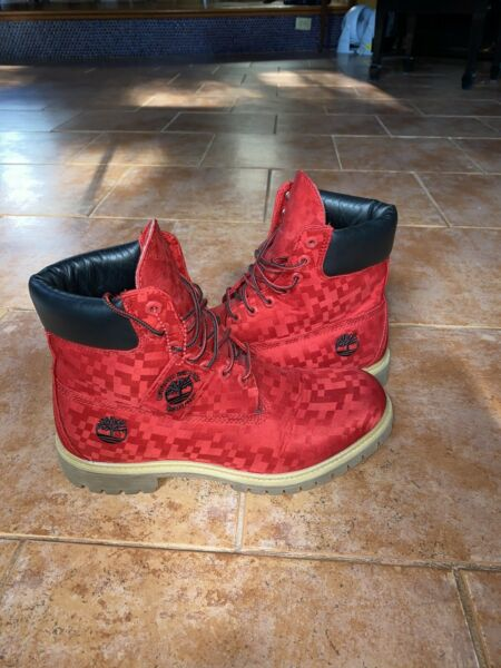 Men#x27;s Timberland Boots Size 9.5 Red Camo Checkered Print A1540 $200.00
