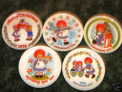 """RAGGEDY ANN & ANDY """" PLATES BY SCHMID BROS, INC BEAUTIFUL VINTAGE RARE TO FINE!!"""