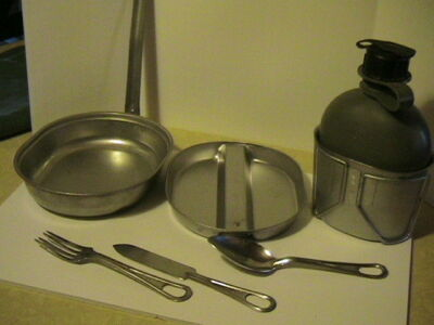 ARMY FIELD TRAINING MESS KIT STAINLESS STEEL W/CANTEEN AND CUP