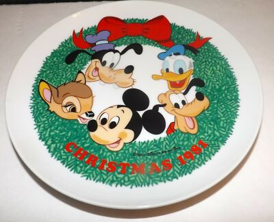 Schmid Walt Disney Character Christmas 1981 Happy Holidays Collectors Plate