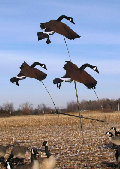 GOOSE TREE SYSTEM w/3 Flying GOOSE decoys.  See VIDEOS, read the hunting story