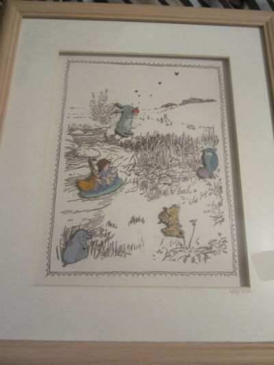Classic Winnie the Pooh Pin set - framed - limited edition with 5 pins #2355