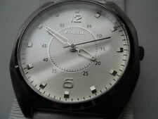 Fossil men,s white leather band watch.quartz,battery & water resistant.Jr-9677