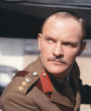 JULIAN GLOVER UNSIGNED PHOTO - 4654 - QUATERMASS AND THE PIT
