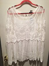 NWT Torrid Plus Size 2 Off White Lace And Gauze Bell Sleeve Top W/Built-in Cami