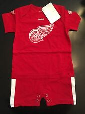 Detroit Red Wings NEW 24M Infant Onesie Outfit . NHL Hockey Baby Reebok Gift NWT